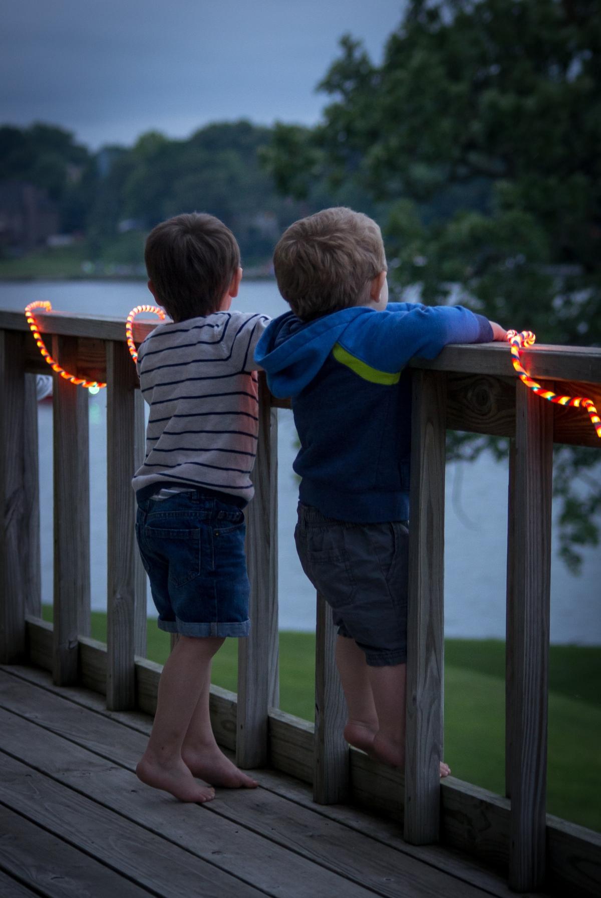 boys-on-the-deck_28095913965_o.jpg
