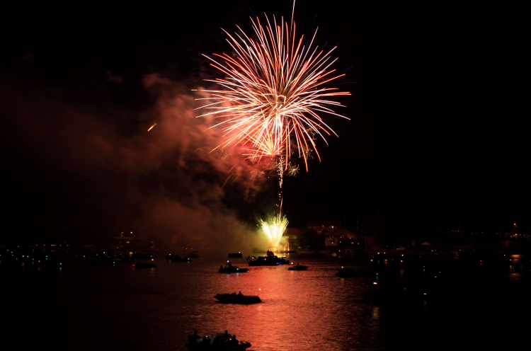 fireworks-at-beaver-lake_27478277803_o.jpg