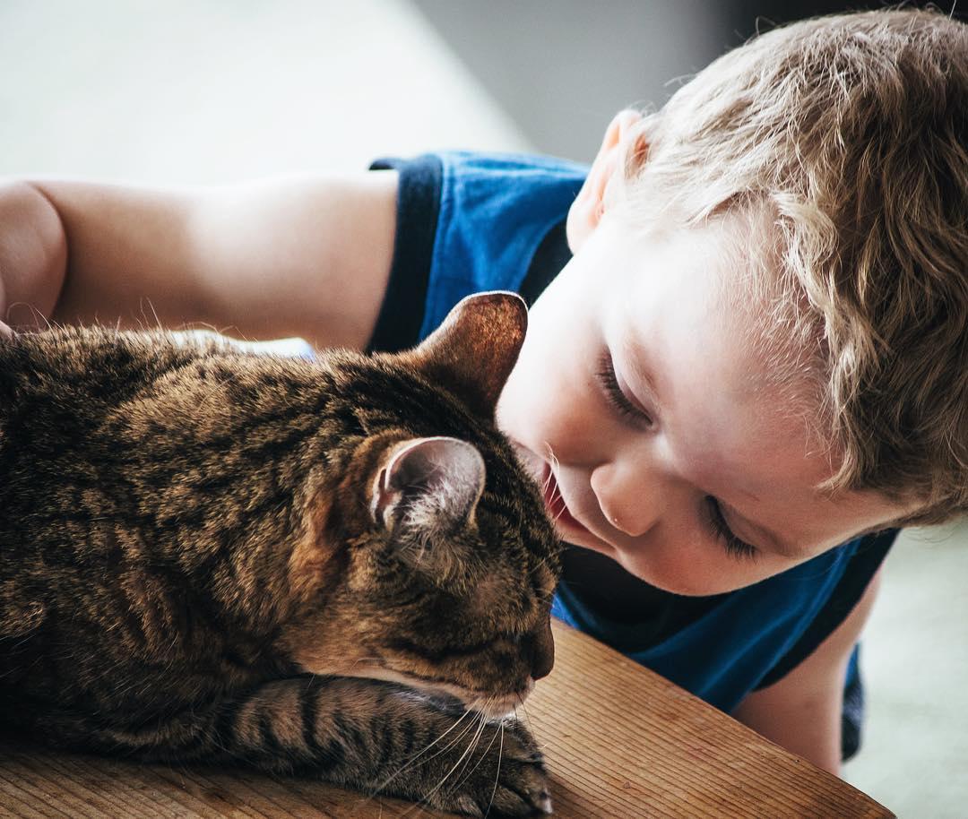 two-year-old-ezra-and-twenty-year-old-greenie--ezrayuuto-childhoodunplugged_28144277796_o.jpg