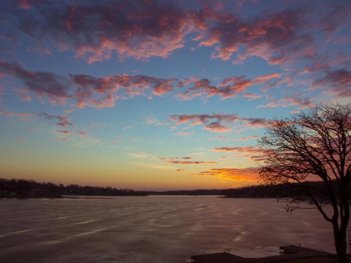 sunrise-at-beaver-lake_32695309206_o.jpg